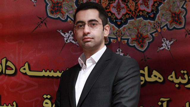 شامل معرفی عبدالحسین ایرانی و توصیه ایشان به متقاضیان شرکت در آزمون وکالت